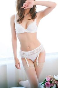 椿エレナ(23)