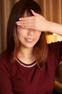 野村アカリ(23)