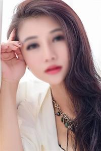 美脚のモデル系美女